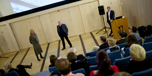Pia Forsberg, Fredrik Bergström, Edward Howard under frukosmöte om handel i Huddinge. Fotograf Fredrik Welander